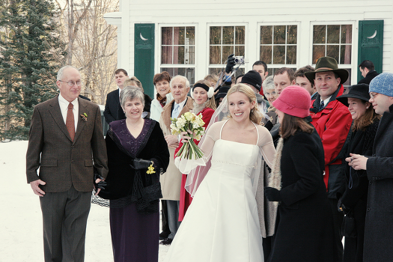 bride winter wedding
